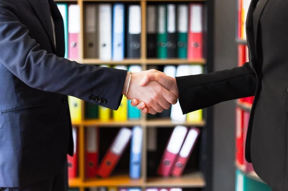 Pomembno je, da si pred izvajanjem timskega coachinga pripravimo načela in dogovore, ki jih želimo na začetku coachinga sprejeti skupaj z udeleženci.